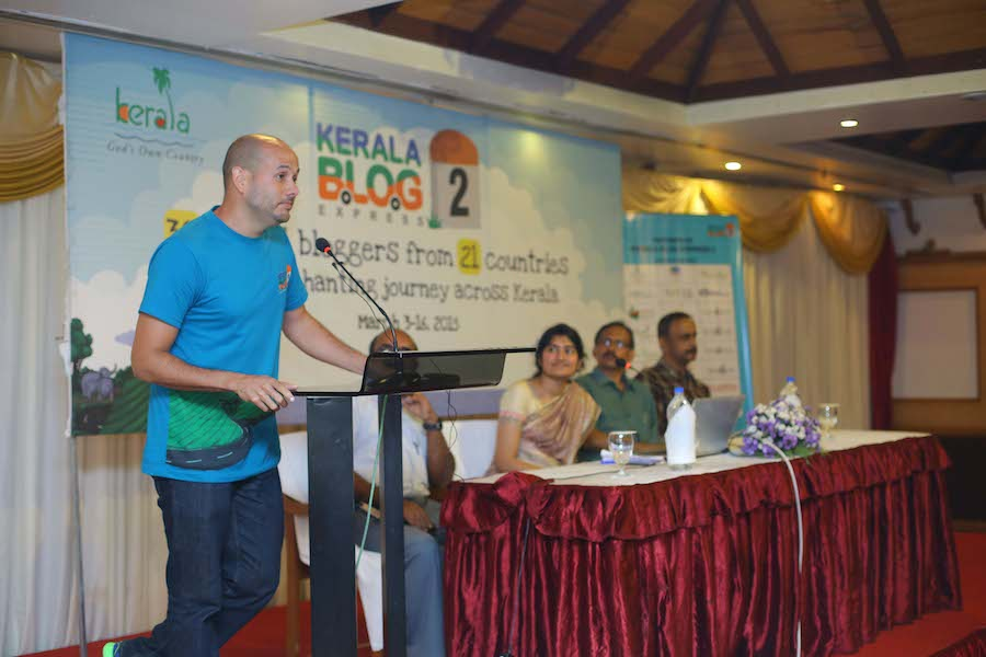 Arnaldo Santiago en Presentación en el Kerala Blog Express, India