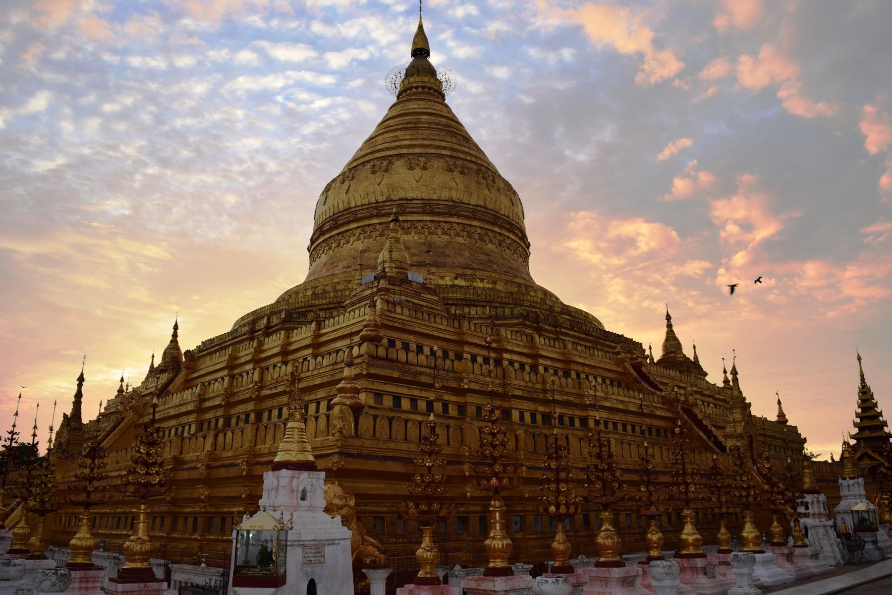 Shwe-zi-gon pagoda, Bagan