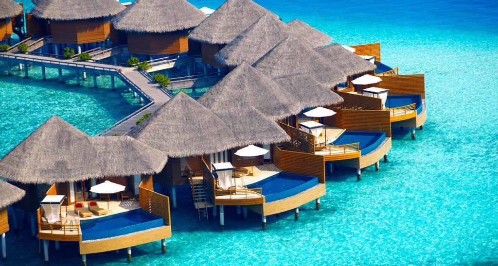 Cabañas en el agua en las Islas Maldivas